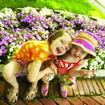 kids_flowers_outside